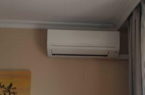 Consola interior de una instalación de aire acondicionado en Madrid.