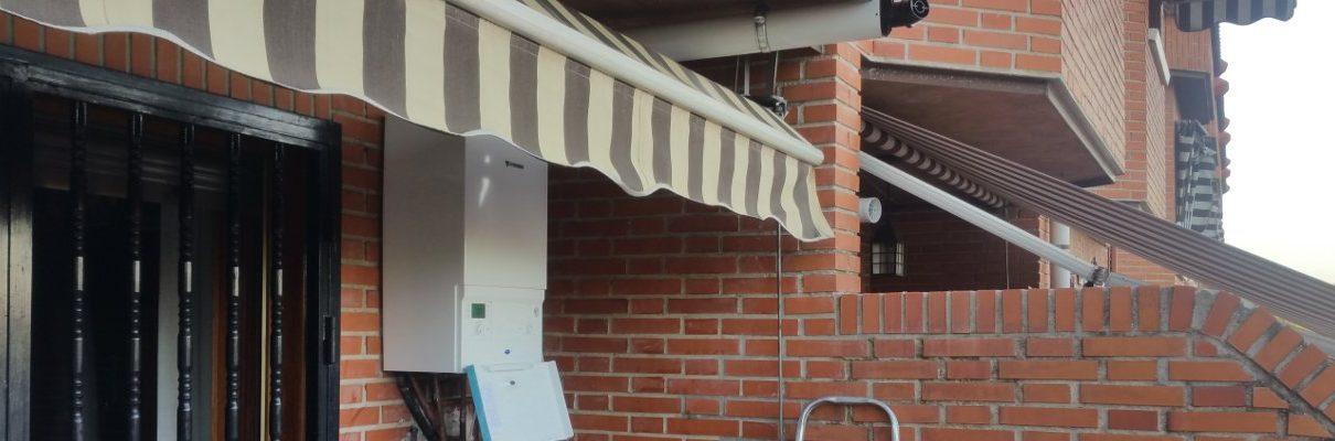 Instalación de calderas de condensación en Madrid. Caldera Junkers instalada en una terraza exterior.